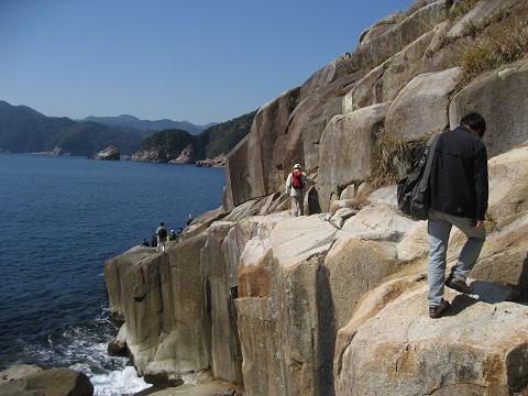 紀伊半島みる観る探検隊、元盛松の船着き場跡へ向かうツアー参加者