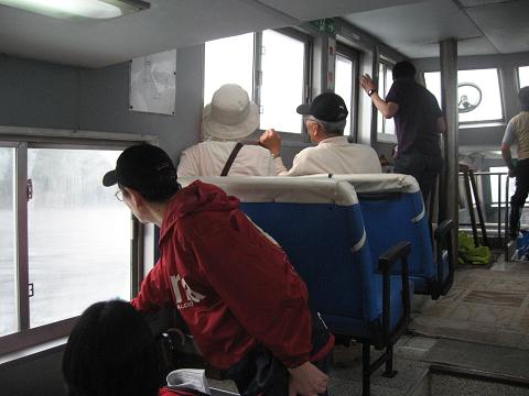 紀伊半島みる観る探検隊、須賀利巡航船に乗るツアー参加者