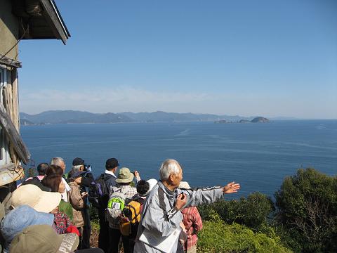 紀伊半島みる観る探検隊、大敷魚見小屋にてガイドとツアー参加者