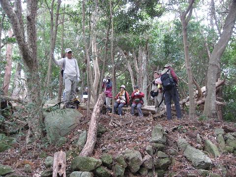 紀伊半島みる観る探検隊、九木埼遠見番所跡にてガイドとツアー参加者