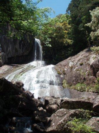 熊野市の大馬神社の滝