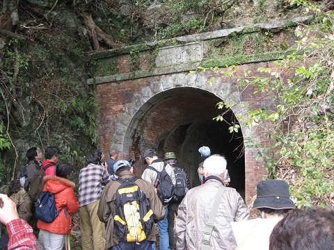 紀伊半島みる観る探検隊、旧坂下隧道とツアー参加者