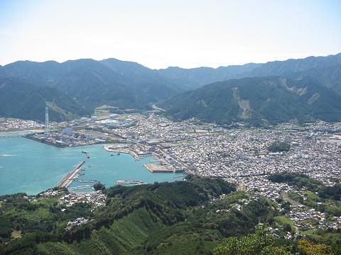 天狗倉山の山頂から眺める尾鷲市街
