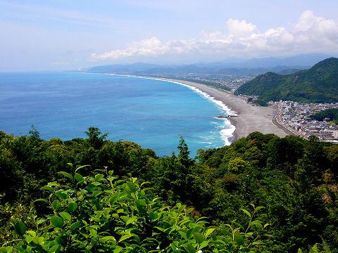熊野古道伊勢路・松本峠の東屋から眺める七里御浜