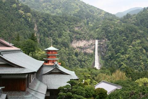 那智の滝と三重塔の遠望