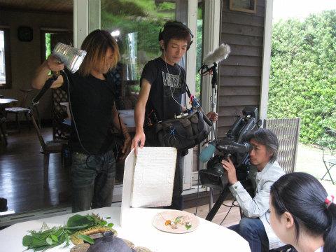 葉っぱがシェフjomonにて熊野古道エコツアーの様子をテレビ撮影