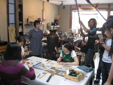 田原屋(NPO法人海虹路)にて熊野古道エコツアーを撮影する様子