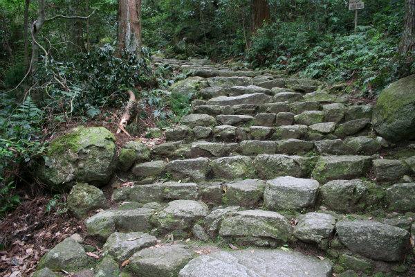 那智の滝へと続くお滝道の石段
