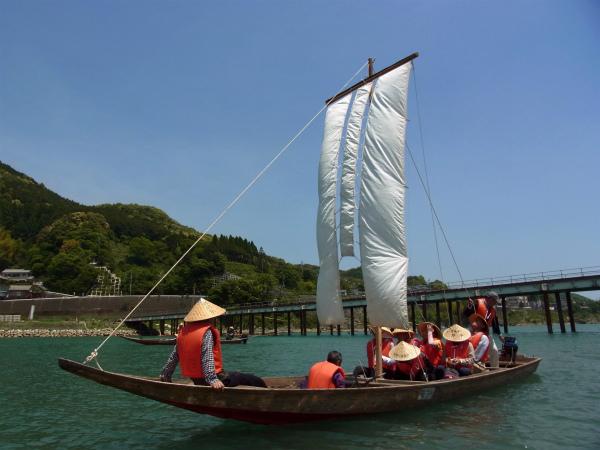 紀伊半島みる観る探検隊にて三反帆に乗るツアー参加者