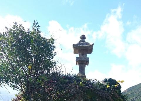 御浜町阪本の亀島の石灯籠