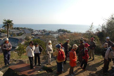 熊野古道伊勢路・浜街道にてツアー参加者たち