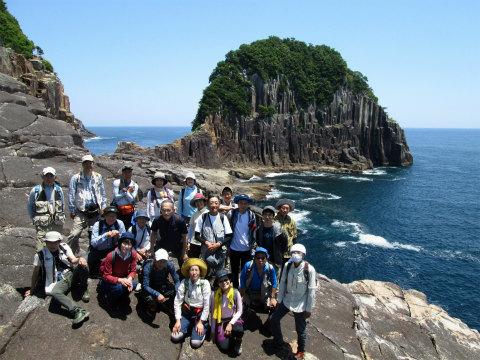 楯ヶ崎にて紀伊半島みる観る探検隊参加者の集合写真