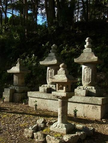 河村瑞賢の父母弟の墓