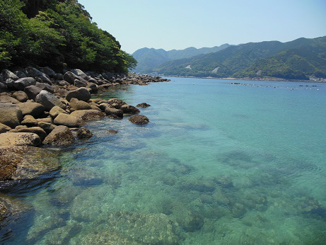 阿古師神社前の海