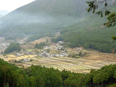 熊野古道伊勢路・横垣峠道から眺める阪本集落