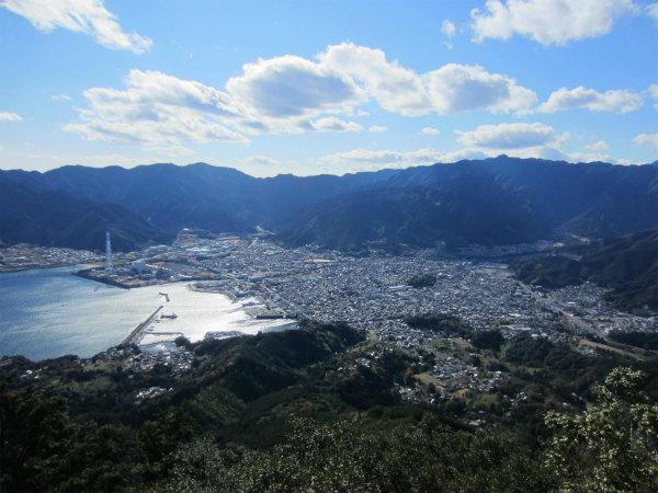 天狗倉山から見る尾鷲市街と矢ノ川峠方面
