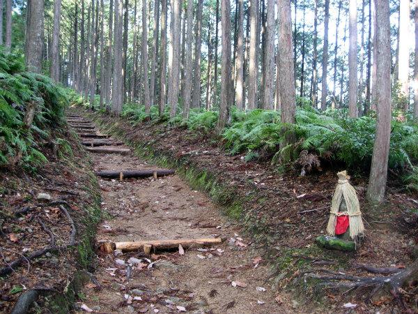 熊野古道中辺路・道休禅門地蔵