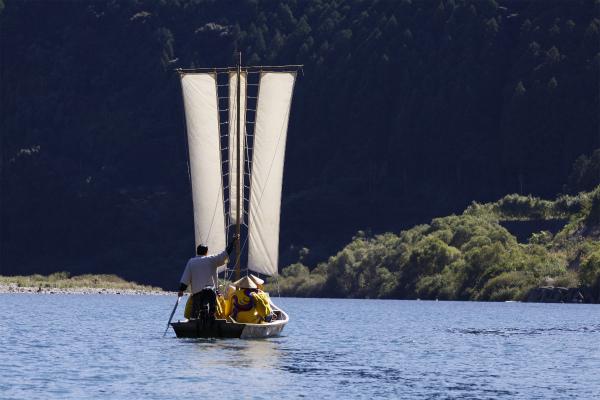熊野川の三反帆川舟