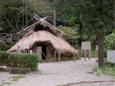 阿須賀神社の竪穴式住居