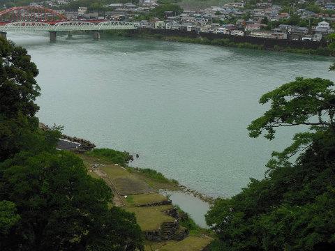 新宮城跡から熊野川の眺め
