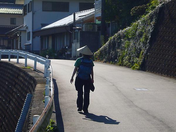 熊野古道を歩く一人旅女性