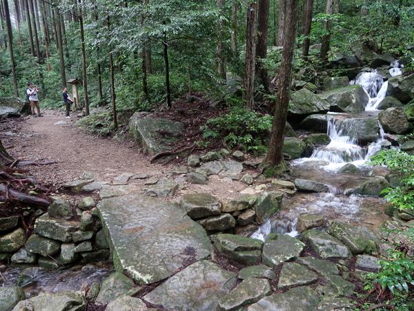 熊野古道伊勢路・馬越峠の石橋と渓流
