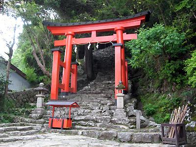 神倉神社の鳥居と石段