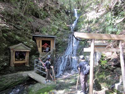 熊野古道伊勢路・馬越峠エコツアー、馬越不動滝と夫婦