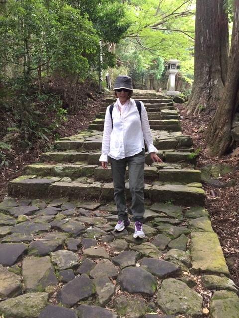 熊野古道大門坂の石畳にて